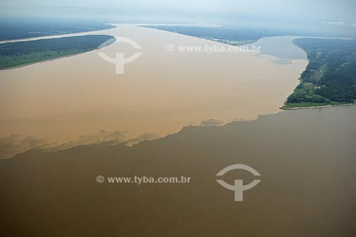 Assunto: Encontro dos rios Madeira e Amazonas, a leste de Itacoatiara, na margem direita do rio Amazonas  / Local:  Amazonas (AM) - Brasil  / Data: 11/2007