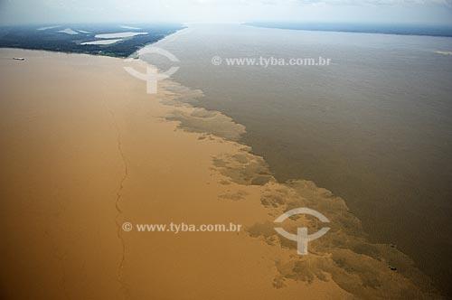 Assunto: Encontro dos rios Madeira e Amazonas  / Local:  entre Manaus e Itacoatiara  - Amazonas (AM) - Brasil  / Data: Novembro de 2007