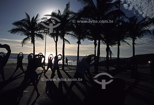 Assunto: Ginástica no Arpoador durante o nascer do sol / Local: Rio de Janeiro - RJ - Brasil / Data: 2009