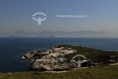Assunto: Ilhas Cagarras e pedras do Rio de Janeiro ao fundo (na forma de um gigante adormecido), vistos da Ilha Rasa.  / Local:  Rio de Janeiro - RJ - Brasil  / Data: 09/2009