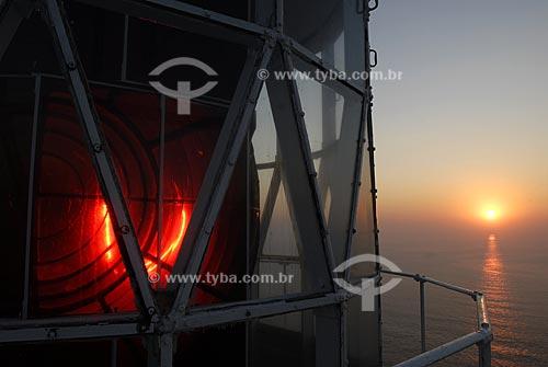 Assunto: Nascer do sol no farol da Ilha Rasa  / Local:  Rio de Janeiro - RJ - Brasil  / Data: 09/2009