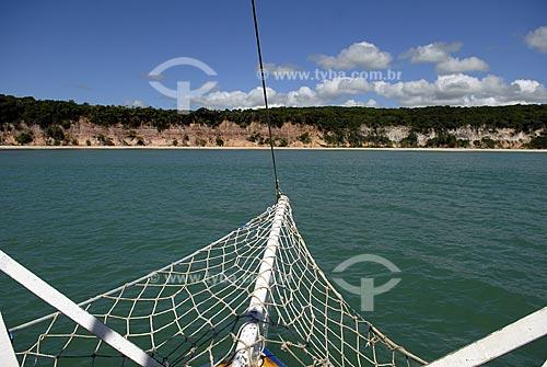 Assunto: Vista das Falésias da praia das Cacimbinhas da proa do barco do Galego  / Local:  Tibau do Sul - Rio Grande do Norte (RN) - Brasil  / Data: 06/2009