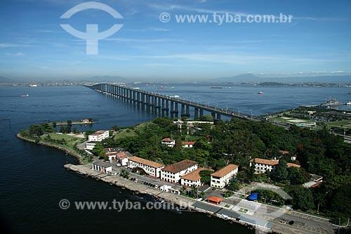 Assunto: Iha de Mocanguê com a Ponte Rio-Niterói e a cidade do Rio de Janeiro ao Fundo  / Local:  Niterói - RJ - Brasil  / Data: 11/2009