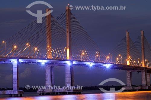 Assunto: Vista noturna da ponte Aracaju-Barra sobre o rio Sergipe / Local: Aracaju, Sergipe, Brasil / Data: junho 2009