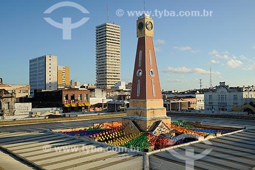 Assunto: Bandeirolas coloridas para Festa de São João no mercado de artesanato  / Local: Aracaju - Sergipe (SE) - Brazil / Data: junho 2009