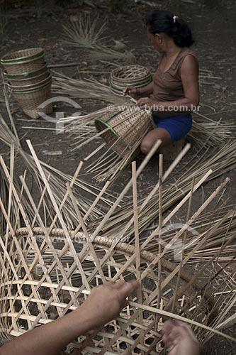 Assunto: Fabricação artesanal de paneiros para colheita do Açaí / Local: Abaetetuba - Pará - Brasil / Data: 01/11/2009