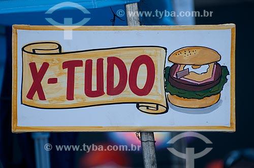 Assunto: Placas de venda de x-tudo na Cinelândia durante o carnaval / Local: Rio de Janeiro - RJ - Brasil  / Data: 09/04/2010
