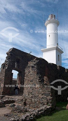 Detalhe das ruínas do Convento de San Francisco. O convento foi construído em 1694 e destruído por um incêndio em 1704. O farol foi construído em 1857