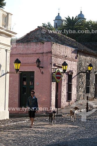 Assunto: Construções perto da rua principal (Plaza Mayor)  / Local:  Bairro Histórico de Colônia do Sacramento - Uruguai - América Latina  / Data: 13/03/2010
