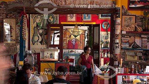 Restaurante Drugstore, um dos mais bem sucedidos restaurantes do Centro Histórico. O visual pop e eclético contrasta coma arquitetura colonial do lugar