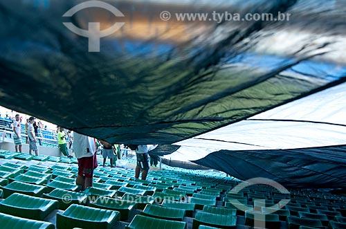 Assunto: Bandeirão da torcida organizada do Vasco durante partida contra o Flamengo na semi-final da Taça Rio no Maracanã (Estádio Mário Filho) / Local:  Rio de Janeiro - RJ - Brasil  / Data: 11/04/2010