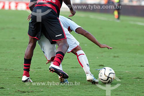 Assunto: Jogadores do Flamengo e Vasco disputando uma bola na semi-final da Taça Rio no Maracanã (Estádio Mário Filho)  / Local:  Rio de Janeiro - RJ - Brasil  / Data: 11/04/2010