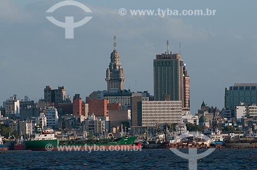 Assunto: Vista do Porto de Montevidéu e da Cidade Velha a partir do Rio da Prata  / Local:  Montevidéu - Uruguai  / Data: 14/03/2010