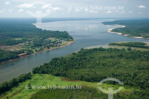 Assunto: Povoado às margens de lago de água preta ao sul de Nova Olinda do Norte  / Local:  Amazonas (AM) - Brasil  / Data: 11/2007