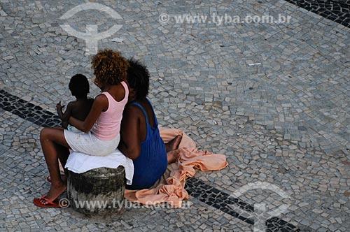 Assunto: Família de moradores de rua em calçada da zona sul  / Local:   Rio de Janeiro - RJ - Brasil  / Data: 01/02/2009