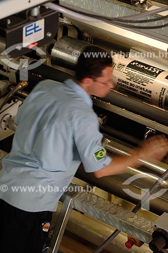 Assunto: Trabalhadore responsáveis pela produção de embalagens - Pincelli Indústria e Comércio de Embalagens / Local: Local Duque de Caxias - RJ - Brasil  / Data: 24/07/2008
