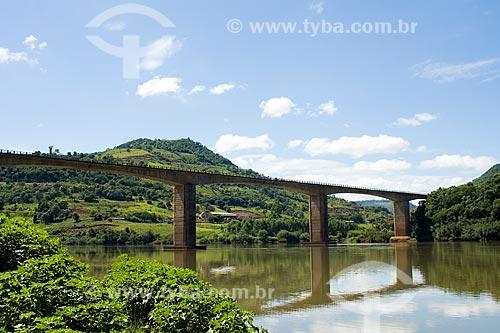 Assunto: Ponte sobre o Rio Uruguai, na divisa entre Santa Catarina e Rio Grande do Sul / Local: Chapecó - Santa Catarina - Brasil / Data: 02/2010