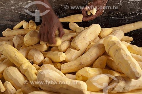 Assunto: Fabricação artesanal de farinha de mandioca / Local: Parintins - Amazonas (AM) - Brasil / Data: 25/10/2009