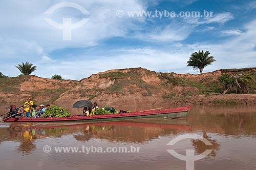 Assunto: Ribeirinhos cruzando o rio Xapuri / Local: Xapuri - Acre (AC) - Brasil / Data: 01/11/2009