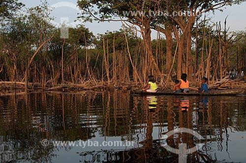 Assunto: Ribeirinhos cruzando rio na Amazônia / Local: Parintins - Amazonas (AM) - Brasil / Data: 01/11/2009