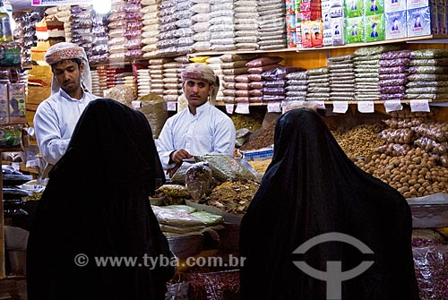 Assunto: Feira Internacional em Dubai denominada Global Village. Mercado com grande variedade de grãos, nozes, castanhas, frutas secas, temperos, etc  / Local:  Dubai - Emirados Árabes  / Data: Janeiro 2009