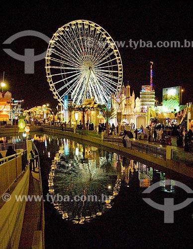 Assunto: Feira internacional em Dubai denominada Global Village. Faz parte da instalação do evento um lago artificial e uma roda gigante  / Local:  Dubai - Emirados Árabes  / Data: Janeiro 2009