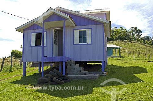 Assunto: Casa de madeira em Ametista do Sul  / Local: Ametista do Sul - RS - Brasil  / Data: Setembro de 2009