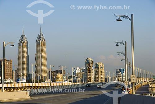 Assunto: Estradas e edifícios modernos na península artificial - aterro em cima do mar  / Local:  Dubai - Emirados Árabes  / Data: Janeiro 2009