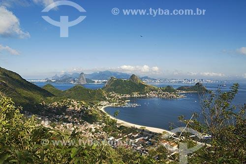 Assunto: Vista para a enseada de São Francisco - com o Rio de Janeiro ao fundo - a partir do  Morro da Viração  / Local: Niterói - RJ  / Data: Agosto de 2009