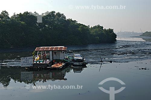 Assunto: Casa flutuante no Canal do Cunha na Baía de Guanabara  / Local:  Complexo da Maré - Rio de Janeiro - RJ - Brasil  / Data: 05/2007