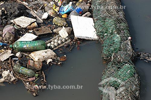 Assunto: Poluição na Baía de Guanabara - Ecobarreira no Rio Irajá  / Local:  Zona Norte - Rio de Janeiro - RJ - Brasil  / Data: 05/2007