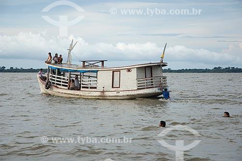 Assunto: Barco típico da Amazônia em Freguesia do Andirá  / Local: Barreirinha - Amazonas (AM) - Brasil  / Data: 13/01/2006