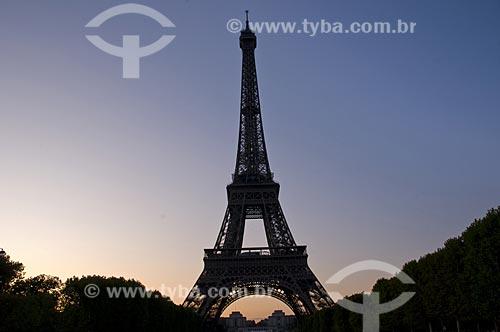 Assunto: Silhueta da Torre Eiffel e Campo de Marte ao entardecer / Local: Paris - França / Data: 09/2009