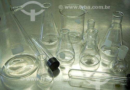 Assunto: Vidraria Científica em Laboratório / Local: Rio de Janeiro - RJ - Brasil / Data: 2005