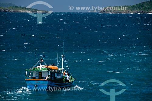 Assunto: Barco de Pesca saindo da Praia da Ferradurinha  / Local:  Búzios - Rio de Janeiro - RJ - Brasil  / Data: 12/2008