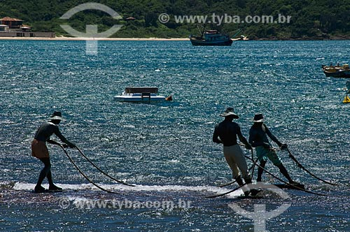 Assunto: Estátua dos Três Pescadores, na Praia da Armação em frente à Orla Bardot - Obra de Christina Motta  / Local:  Búzios - Rio de Janeiro - RJ - Brasil  / Data: 12/2008