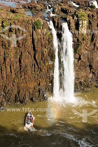 Assunto: Barco com turistas do Macuco Safari nas Cataratas do Iguaçu, no Parque Nacional do Iguaçu  / Local:  Foz do Iguaçu - Paraná - PR - Brasil  / Data: 06/2009