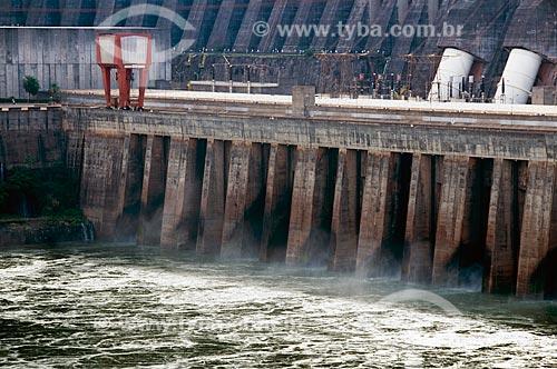 Assunto: Vista externa da Represa e Turbinas da Usina Hidrelétrica de Itaipu  / Local:  Rio Paraná - Fronteira entre Brasil e Paraguai  / Data: 06/2009