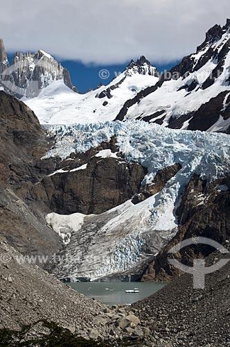 Assunto: Lagoa nas montanhas nevadas do Parque Nacional Los Glaciares  / Local:  El Chalten - Patagônia - Argentina  / Data: 02/2010