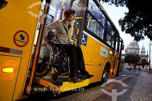 Assunto: Ônibus adaptado para portadores de necessidades especiais que utilizam cadeiras de rodas  / Local:  Rio de Janeiro - RJ - Brasil  / Data: 04/06/2010