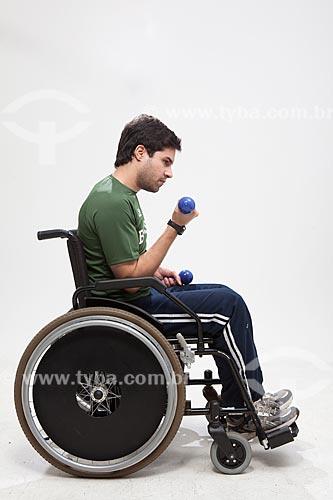 Assunto: Homem fazendo exercício em uma cadeira de rodas  / Local:  Rio de Janeiro - RJ - Brasil  / Data: 08/06/2010