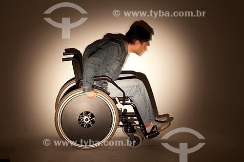 Assunto: Homem correndo em uma cadeira de rodas  / Local:  Rio de Janeiro - RJ - Brasil  / Data: 08/06/2010