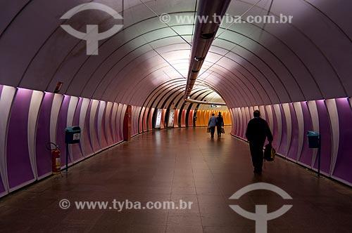 Assunto: Passageiros percorrendo o corredor da Estação Arcoverde do metrô  / Local:  Rio de Janeiro - RJ - Brasil  / Data: 08/06/2010