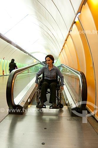 Assunto: Rampa rolante facilitando o acesso dos cadeirantes ao metrô na Estação Arcoverde  / Local:  Rio de Janeiro - RJ - Brasil  / Data: 08/06/2010