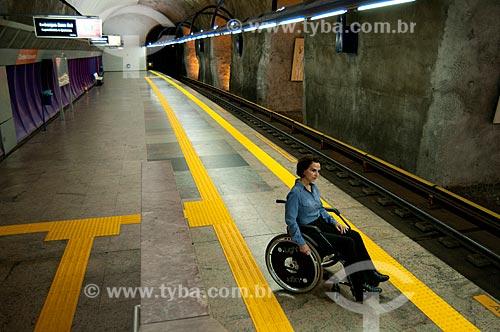 Assunto: Cadeirante espera o trem na plataforma da Estação Arcoverde do metro  / Local:  Rio de Janeiro - RJ - Brasil  / Data: 08//06/2010