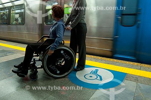 Assunto: Cadeirante na plataforma de metrô em Copacabana - Estação Arcoverde  / Local:  Rio de Janeiro - RJ - Brasil  / Data: 08/06/2010