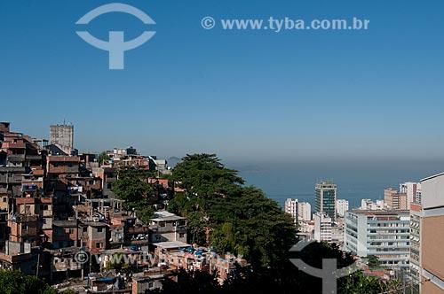 Assunto: Contraste entre o Morro do Cantagalo e os  prédios de Ipanema. Detalhe para o reservatório de água à esquerda, construído pelo  Programa de Aceleração do Crescimento - PAC  / Local:  Rio de Janeiro - RJ - Brasil  / Data: 06/2010