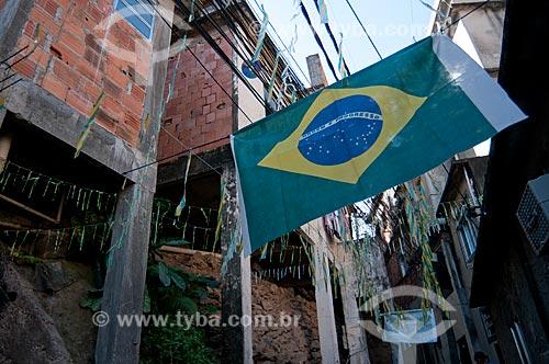 Assunto: Decoração com bandeira do Brasil durante a Copa do Mundo de 2010 no Morro do Cantagalo  / Local:  Rio de Janeiro - RJ - Brasil  / Data: 06/2010