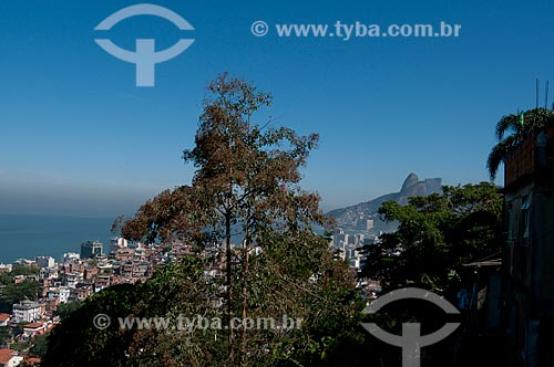 Assunto: Vista do Morro do Cantagalo com praia de Ipanema e Morro Dois Irmãos ao fundo  / Local:  Rio de Janeiro - RJ - Brasil  / Data: 06/2010