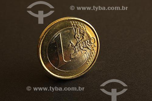 Assunto: Detalhe em macro de uma moeda de um euro / Local: Estúdio / Data: 05/2010